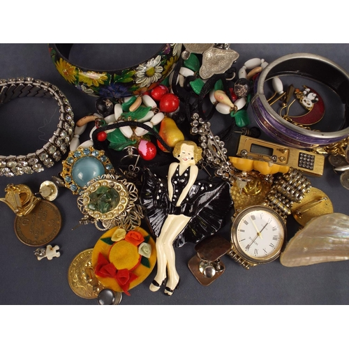 91 - Selection of Quality costume Brooches plus native american items of jewellery...