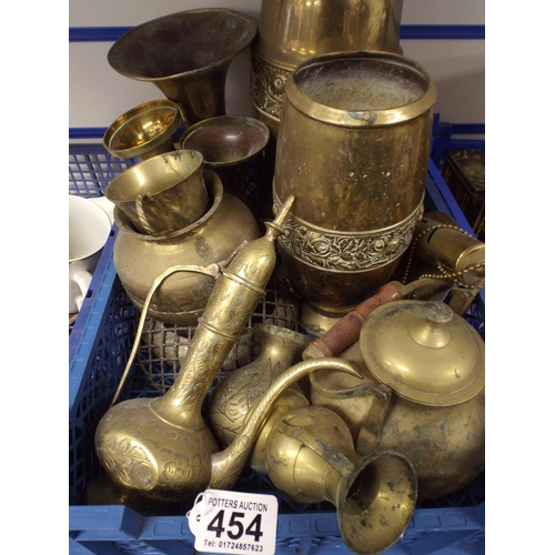 454 - Tray of assorted brassware...