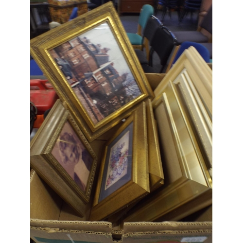482 - Tray of Picture frames...