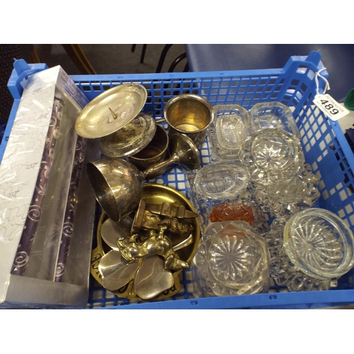 489 - Assorted tray of brass & Glass...