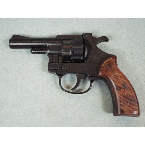 Small Italian made blank firing revolver with 2 5 inch