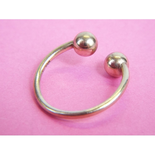 35 - 9ct Torque ring. 2.2g finger size 'M5'...