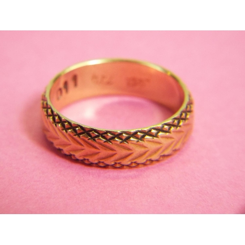 37 - 9ct band with chevron decorations. 3.6 g Finger Size 'N'...