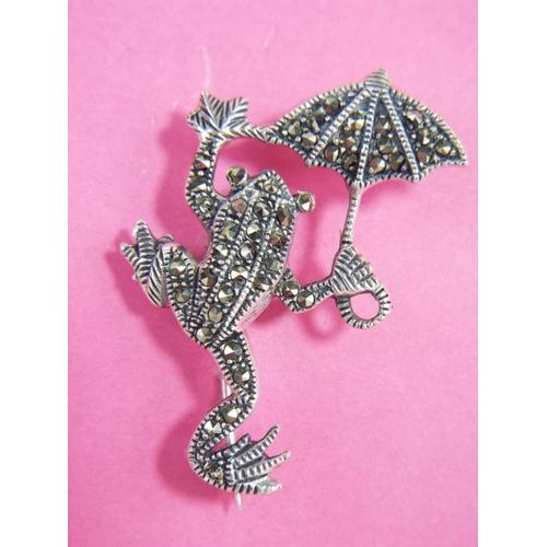 56 - 925 silver marcasite frog brooch....