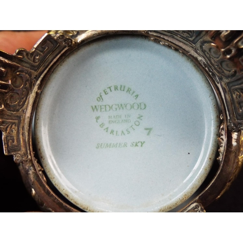 12 - Pretty Wedgwood bonbonier with decorated epns surround scrolled with nesting birds.  5 inches diamet...