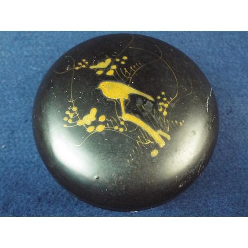 42 - Very pretty oriental lidded pill box. 4 inches in diameter....