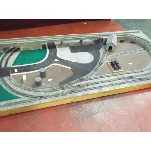 15 - 000 Gauge Railway set up measuring 48 x 24 inches.