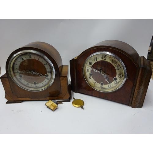 39 - 2 x wooden mantle clocks...