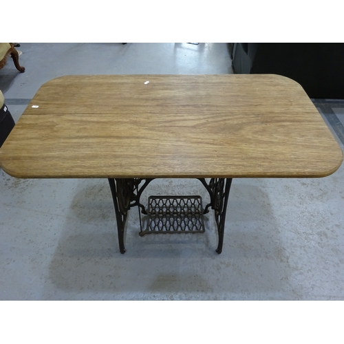 401 - Vintage Singer sewing machine stand w/ converted table...