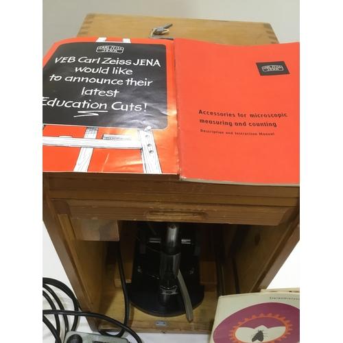 31 - Microscope