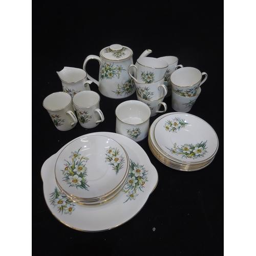30 - Elizabethan fine bone china set (jug broken)...