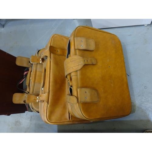 107 - Quantity of vintage suitcases...