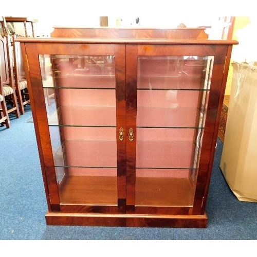 44 - A Peter Blomfield mahogany display cabinet with three glass shelves & lighting 46in high x 41.5in wi...