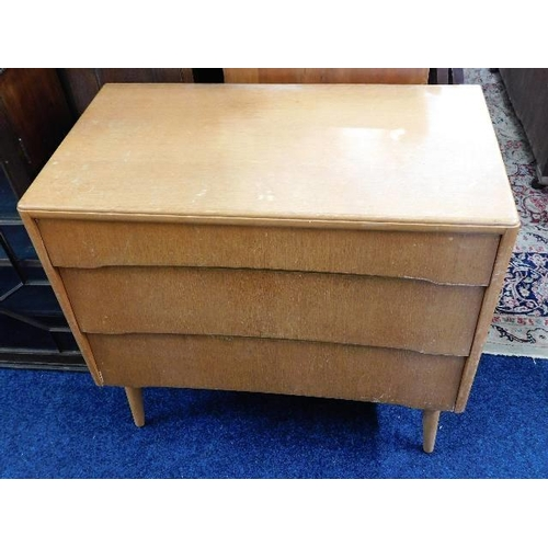 50 - A 1950's retro chest of drawers...