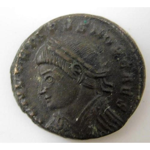 39 - Roman coin with gate to verso 18.25mm...