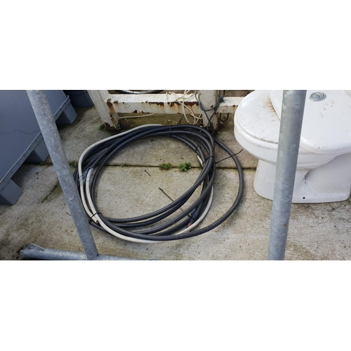31 - heavy armoured electric cable...