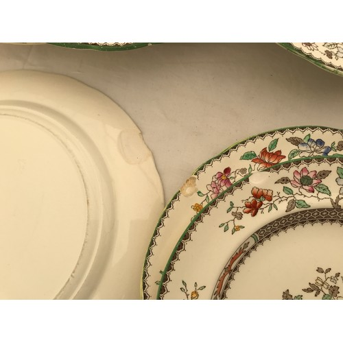 30 - Copeland Spode 'Chinese Rose' patterned dinnerware, 47 pieces comprising 8 dinner plates 27cms d, 9 ...