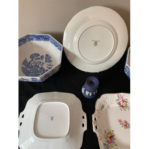 37 - Ceramics to include 2 Coalport plates, Wedgewood vase, 2 Cauldron ware bowls and a Royal Worcester