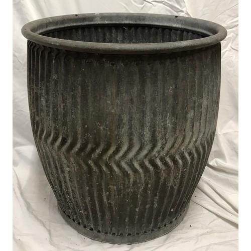 1541 - A galavanised metal dolly wash tub, 48cms h.