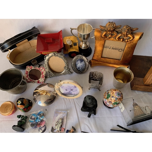 125 - Small picture frames and assorted items
