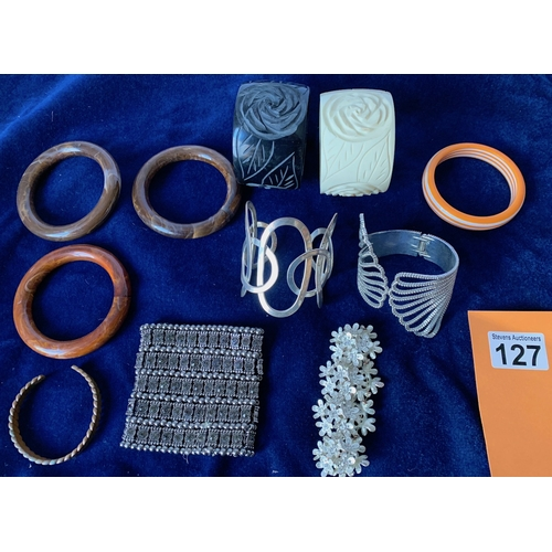 127 - Quantity of good contemporary bangles and cuffs