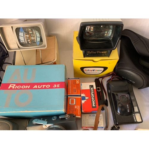 146 - Vintage cameras and photography accessories