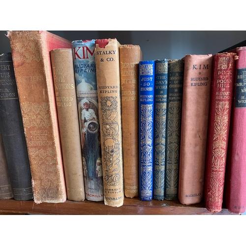 640 - Vintage Classic Fiction inc: Rudyard Kipling, J M Barrie, H G Wells etc