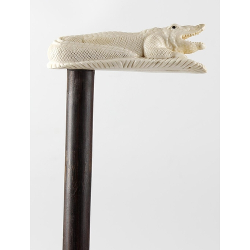 475 - A hardwood walking cane with ivory handle modelled as a crocodile, 33.5 (85cm) long.  <br>Wooden can...