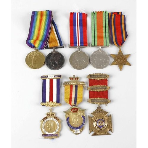 486 - A small selection of various medals and coins, to include commemorative and Masonic silver and ename...
