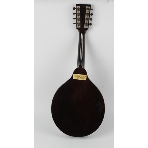 517 - An early 1930s Gibson (Kalamazoo) KM-11 mandolin, of flatback or 'pancake' type, with flat-topped pe...