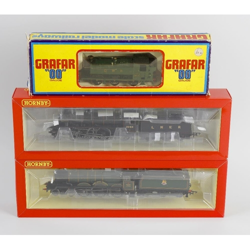 557 - A box containing a selection of eight 00 gauge model railway locomotives, to include Hornby 'Hampden...