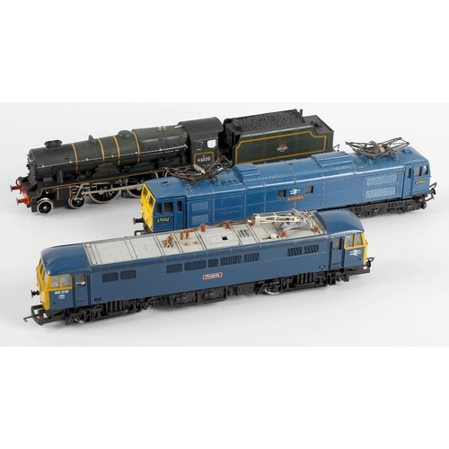 567 - A box containing a selection of nine assorted 00 gauge model railway locomotives, to include Triang ...