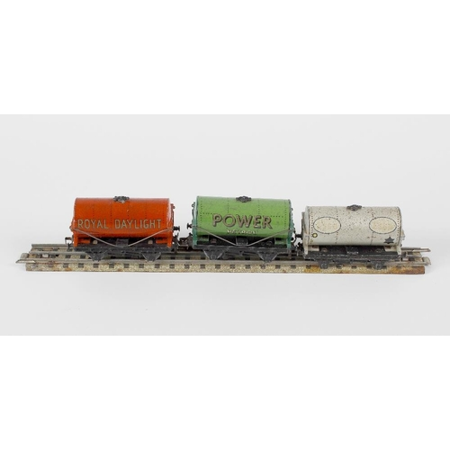 587 - A box containing a good mixed selection of Hornby Dublo model railway rolling stock items, to includ...
