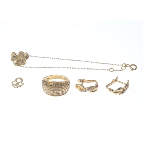 1110 - (131498-1-A) A selection of jewellery. To include an 18ct gold panel ring, a stone-set floral bracel...