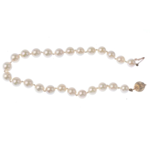 1231 - (401754-2-A) A cultured pearl single-strand bracelet. Comprising twenty-five cultured pearls, measur...