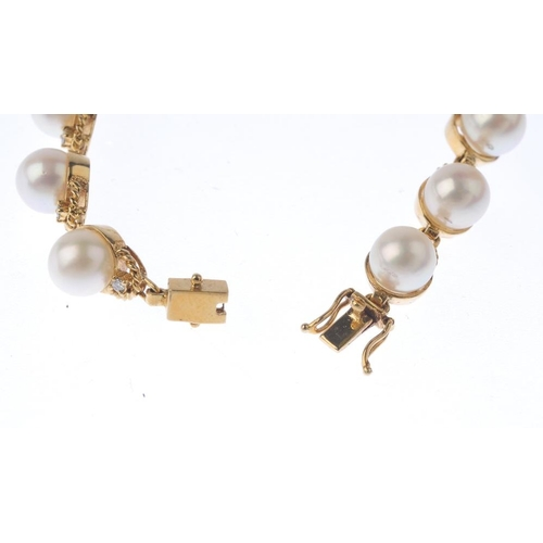 1273 - (547023-1-A) A cultured pearl and diamond jewellery set. To include a cultured pearl bracelet, inter...