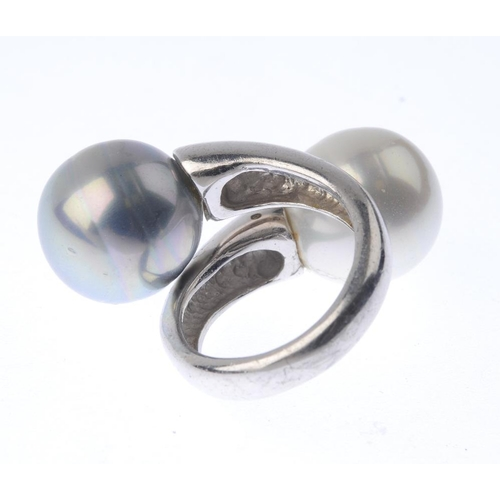 1390 - (203799) A cultured pearl crossover ring. The crossover ring, with cultured pearl terminals. Ring si...