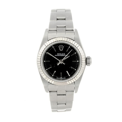 1413 - (121732) ROLEX - a lady's Oyster Perpetual bracelet watch. Circa 2000. Stainless steel case with whi...