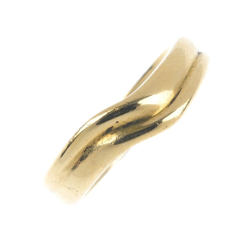 419 - TIFFANY & CO. - a grooved band ring. The chevron motif ring, with grooved highlight. Signed Tiffany ...