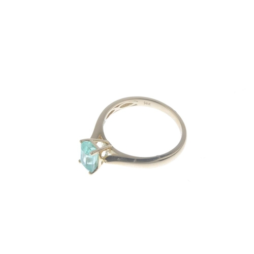 498 - A 14ct gold Colombian emerald single-stone ring. The rectangular-shape Colombian emerald, with taper...
