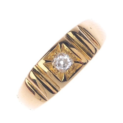 601 - An 18ct gold diamond single-stone ring. The old-cut diamond, with grooved sides and tapered shoulder...