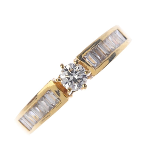 630 - A diamond single-stone ring. The brilliant-cut diamond, with baguette-cut diamond shoulders. Total d...