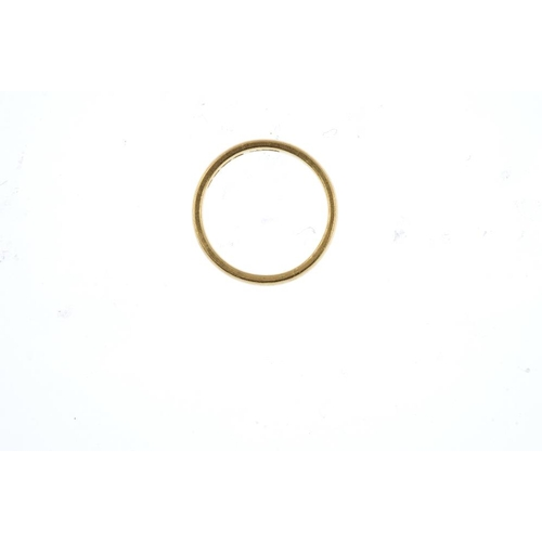 845 - A 22ct gold band ring. Hallmarks for London, 1989. Ring size M. Weight 4.4gms. <br><li>Overall condi...