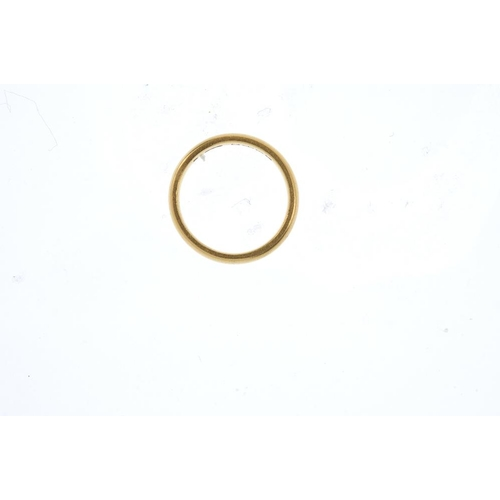 848 - A 22ct gold band ring. Hallmarks for Birmingham, 1929. Ring size J1/2. Weight 3.9gms. <br><li>Overal...