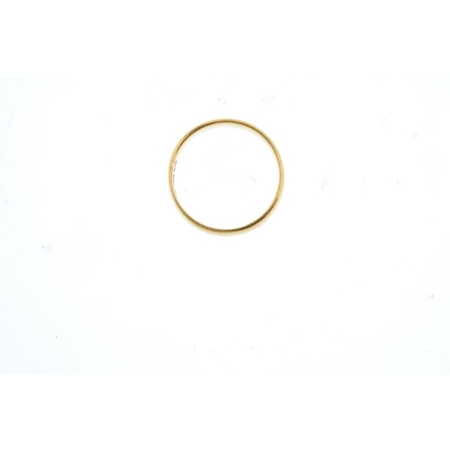 849 - A 22ct gold band ring. Hallmarks for Birmingham, 1918. Ring size M. Weight 4.3gms. <br><li>Overall c...