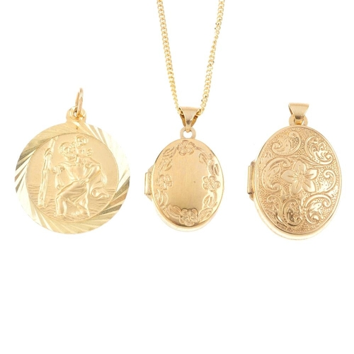 864 - A selection of jewellery. To include a St Christopher pendant, two 9ct gold lockets, a 9ct gold curb...