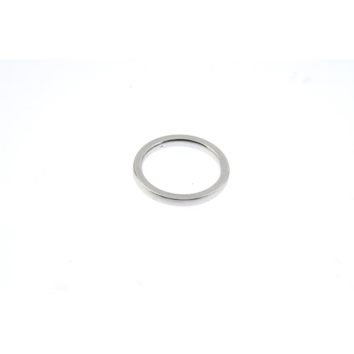 923 - A platinum band ring. Hallmarks for Birmingham, 2012. Ring size H. Weight 3.9gms. <br><li>Overall co...