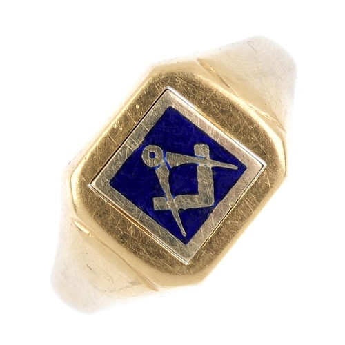 929 - A 9ct gold enamel Masonic swivel ring. The square rotating panel, depicting a compass and set-square...