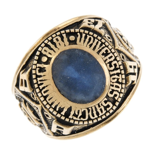 937 - A gentleman's paste ring. The oval-shape blue paste, within an embossed surround and embossed detail...
