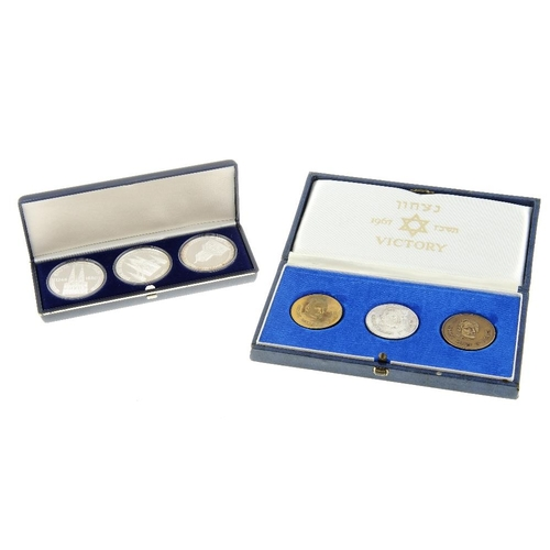 210 - UK, Royal Mint Proof Coin Collection 1983 (2), 1984, 1985, Coinage of Great Britain 1981, 1982 (2), ...